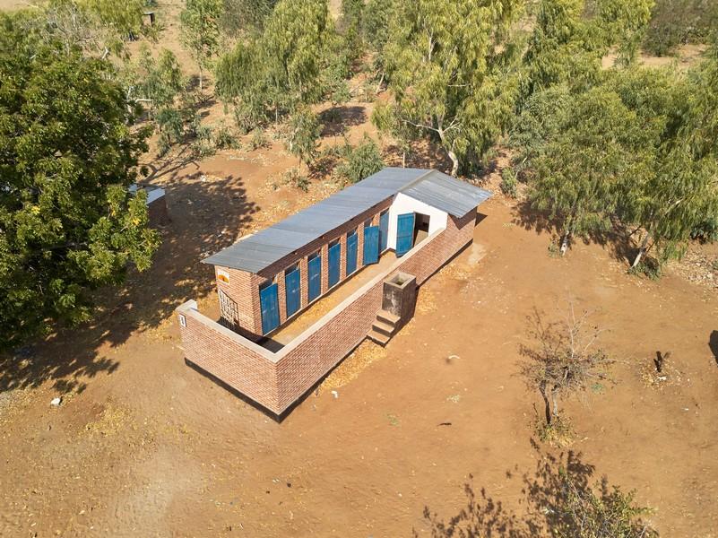 Tweede toiletgebouw (meisjes) is gereed