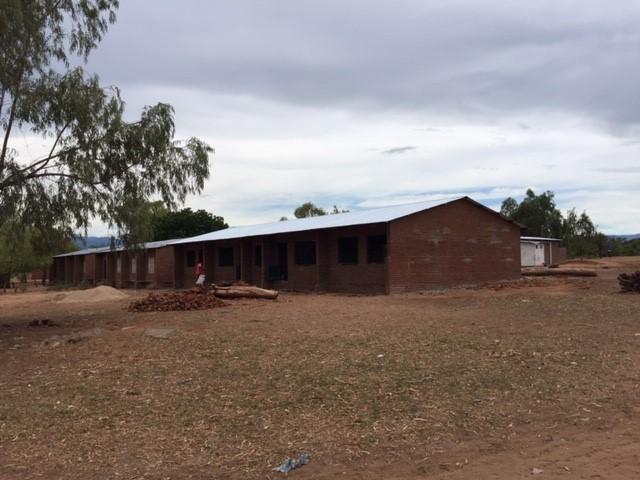 Bouw eerste klasgebouw vordert gestaag.